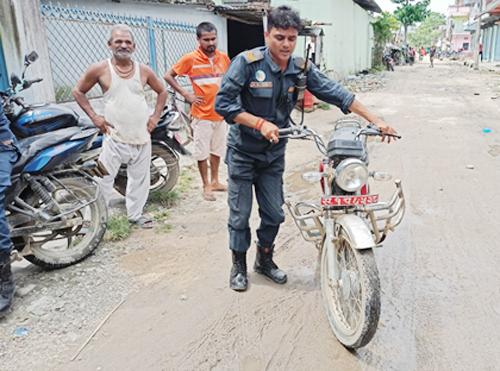 बेवारिसे अवस्थामा चोरिएका मोटरसाइकल बरामद